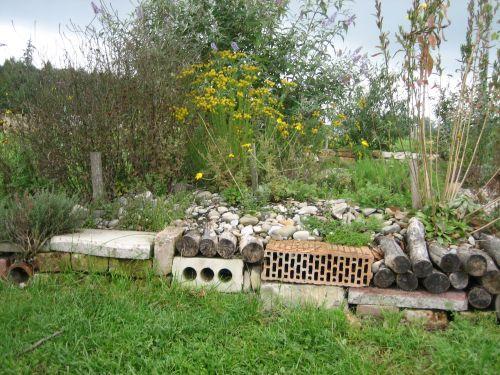 Was mache ich mit diesem berg steinen mein sch ner garten forum for Landhausgarten deko